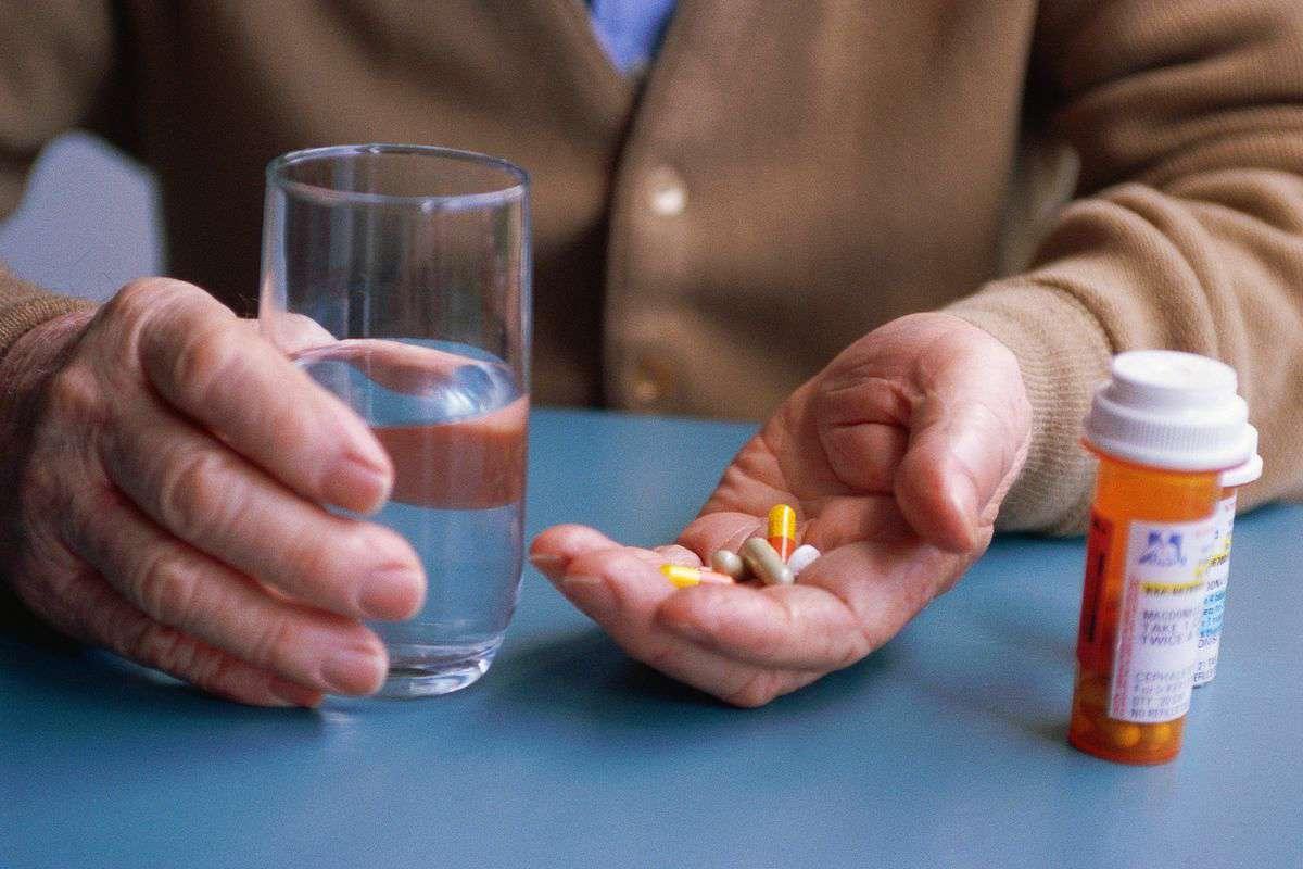 داروهای رایجی که بدنتان را کم آب میکنند